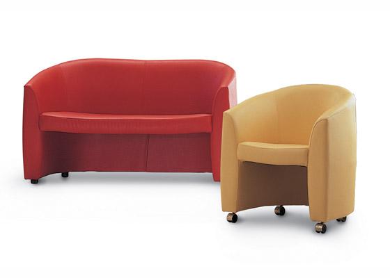 Офисное кресло и диван Рольф.